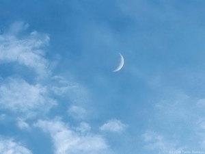 ナイフエッジの月